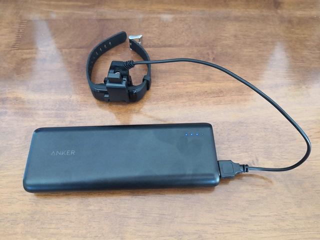 スマートウォッチをモバイルバッテリーで充電する