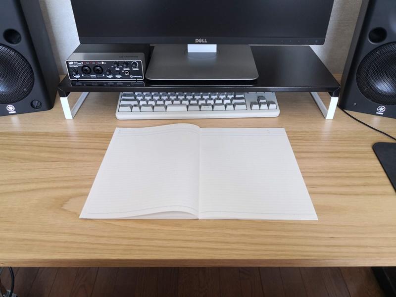システムデスクにノートを置く