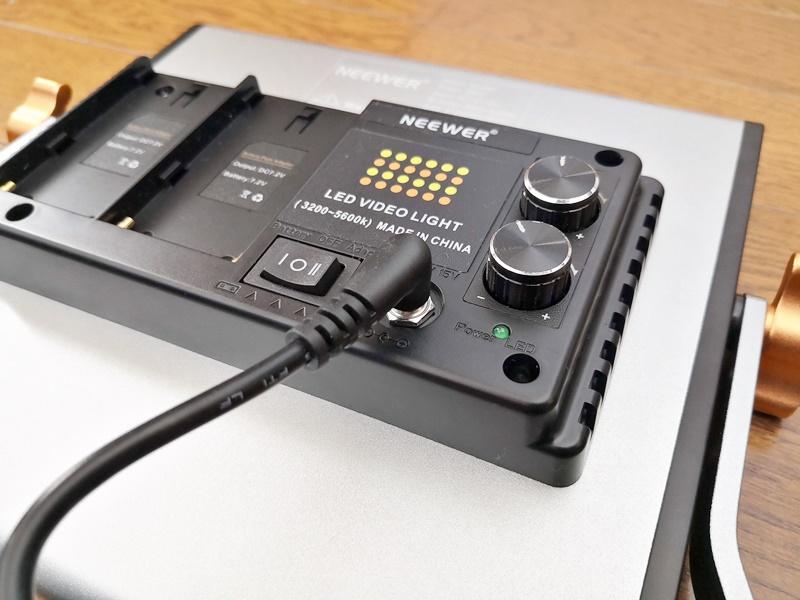 ACアダプターを接続