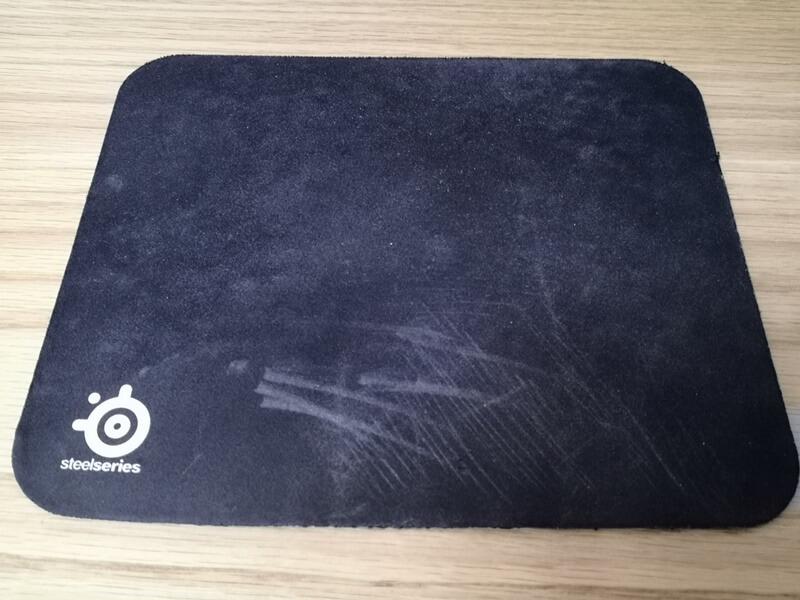 汚れたマウスパッド